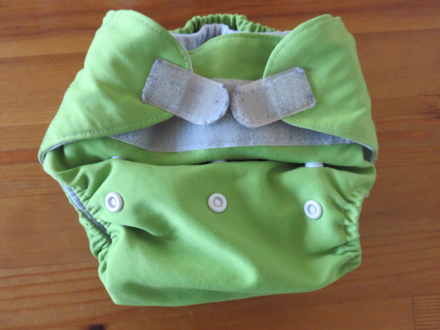 インサーツタイプの布おむつカバー新生児用