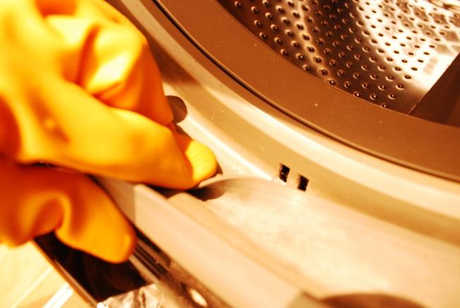 ドラム式洗濯機の内側のパッキンの隙間