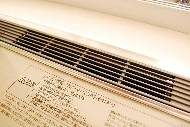 掃除後の排気口カバーのアップ