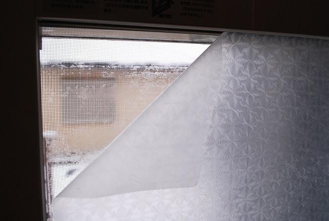 100均の窓シートをはがす